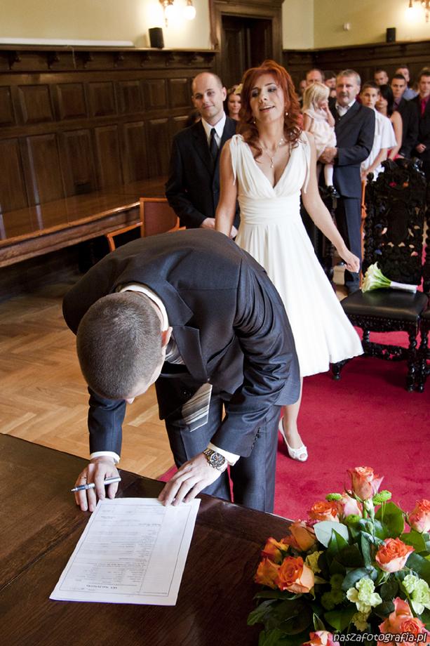ddf28da47e 26 maja 2012 r. w Urzędzie Stanu Cywilnego w Gdańsku Iza i Bartek  powiedzieli sobie TAK i złożyli przysięgę małżeńską. Raz jeszcze składamy Młodej  Parze ...